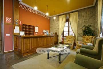 Recepción. Hotel Puente Romano