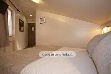 Exteriores. Hotel Villa de Cabrales