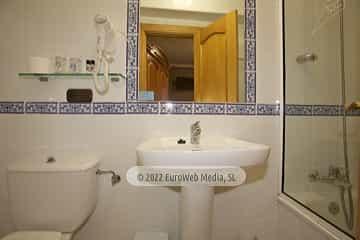 Habitación 208. Hotel Naranjo de Bulnes