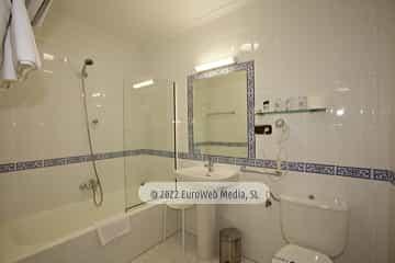Habitación 402. Hotel Naranjo de Bulnes