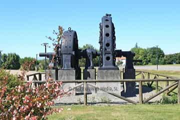 Escultura «En memoria de los Ingenieros Industriales precedentes»