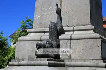 Escultura «Monumento a José Parres Piñera»