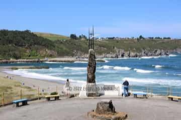 Escultura «Monumento al Emigrante» en Navia