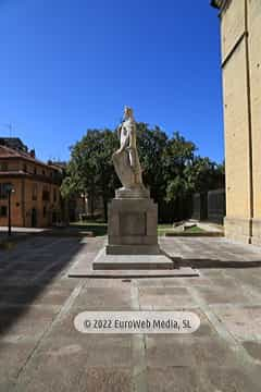 Escultura «Alfonso II Rey de Asturias»