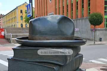 Escultura «Los libros que nos unen»