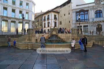 Fuente en la Plaza de Alfonso II el Casto