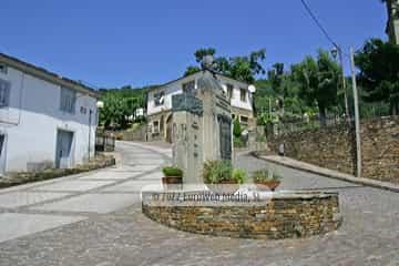 Escultura «Monumento a Manuel Lombardero Arruñada»