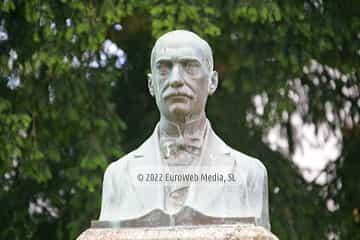 Escultura «Monumento a Manuel García Junceda»