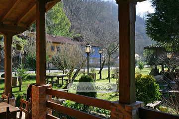 Terraza. Restaurante Bodegón del Dobra