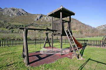 Parque infantil. Restaurante Bodegón del Dobra