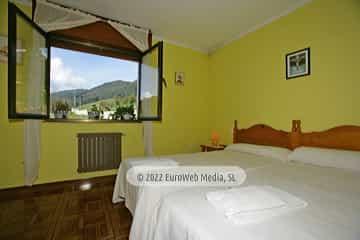 Habitación amarilla 1. Casa rural El Regueru