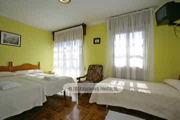 Habitación amarilla 2. Casa rural El Regueru