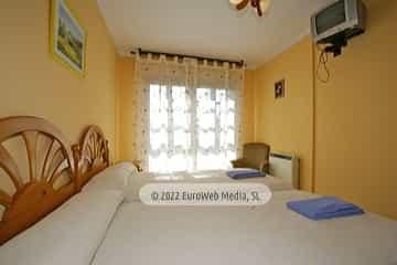 Habitación azul. Casa rural El Regueru