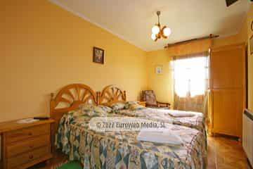 Habitación bajo cubierta. Casa rural El Regueru