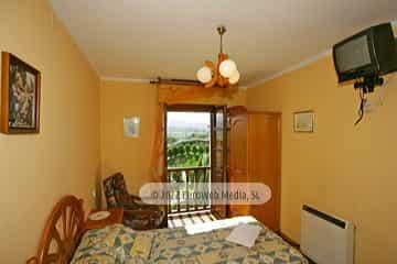 Habitación crema 1. Casa rural El Regueru
