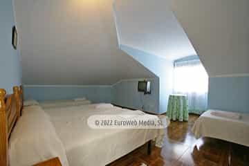 Habitación crema 2. Casa rural El Regueru
