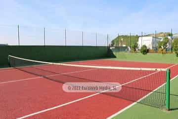 Cancha de tenis. Camping Perlora