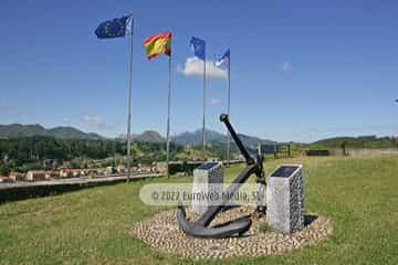Escultura «Homenaje a los pescadores fallecidos en la mar»