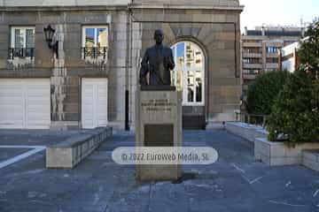 Escultura «Plácido Álvarez Buylla»