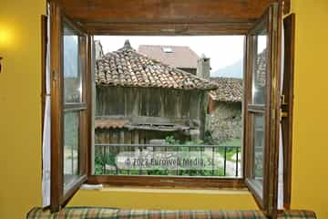 Exteriores. Casa de aldea So l'Horrín