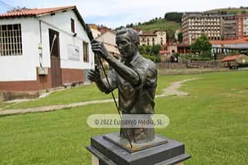 Escultura «Sociedad de Artesanos Nuestra Señora del Carmen»