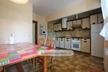 Planta primera: cocina. Vivienda vacacional Villa Ruiz