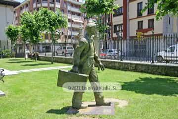 Escultura «Emigrante»