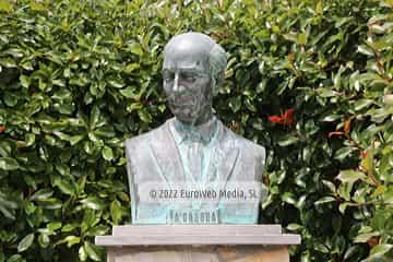 Escultura «Alejandro Casona» en Cangas del Narcea