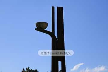 Escultura «Hemisferios en equilibrio»