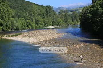 Río Sella. Apartamentos El Puentín del Sella
