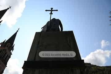 Escultura «Monumento rey Pelayo»