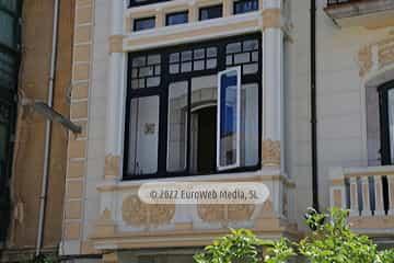 Edificio de la Caja de Ahorros (Llanes)